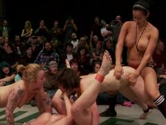 Mass sex fight of naked babes on the eyes of a big audience