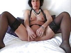 Mature in stockings masturbates her cunt